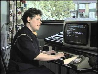 How to send an ''E mail'' - Database - 1984