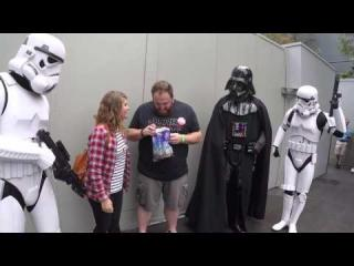 Darth Vader Helps Wife Tell Husband She''s Pregnant At Disney World