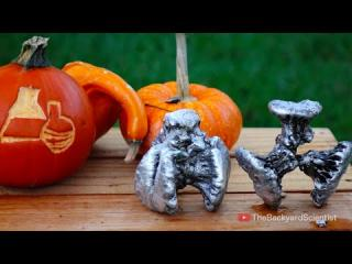 Pouring molten Aluminum into a Pumpkin (cooled with liquid nitrogen!!!)